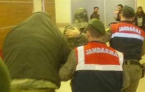 Η Ελλάδα περιμένει βίντεο με το άνοιγμα των κινητών των δύο στρατιωτικών
