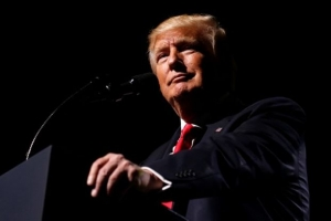 Εύσημα Τραμπ στον... εαυτό του για τις 100 ημέρες προεδρίας