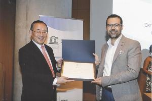 Η UNESCO βράβευσε τον Κώστα Ταλαμπίρη