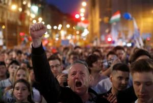 Χιλιάδες Ούγγροι στους δρόμους κατά Ορμπαν και της επιρροής του στα ΜΜΕ