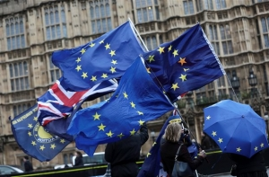 <div>Brexit: Εγκρίθηκε η έναρξη του β' γύρου διαπραγματεύσεων</div>