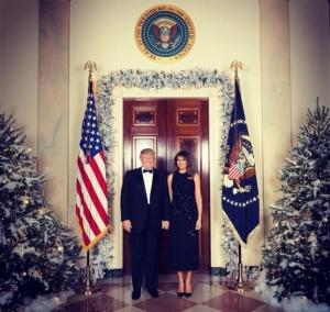 Οι Τραμπ στόλισαν το Λευκό Οίκο για τα Χριστούγεννα