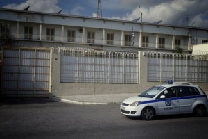 Ερευνα της ΕΛ.ΑΣ για δύο νεαρούς Αλβανούς που βιντεοσκοπούσαν τους αστυνομικούς στις φυλακές Κορυδαλλού