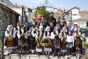 Καλάντισαν τον ερχομό της άνοιξης στο Λαογραφικό Μουσείο και στη γειτονιά του Αγίου Δημητρίου