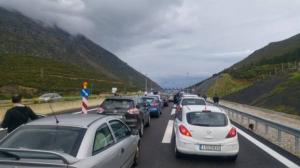 Ουρές χιλιομέτρων στις εθνικές οδούς