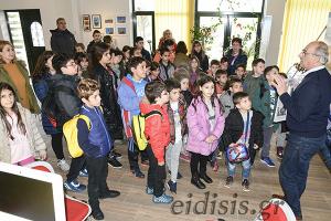 Μαθητές και δάσκαλοι του Μαυρονερίου στις εγκαταστάσεις των ΕΙΔΗΣΕΩΝ