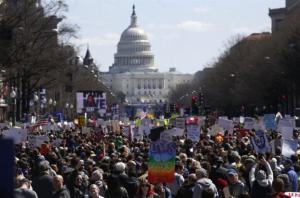 ΗΠΑ: Μαθητές και καθηγητές διαδηλώνουν εναντίον των όπλων