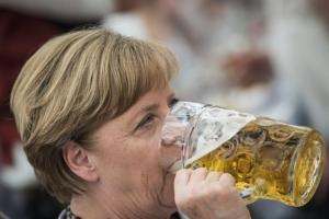 «Διορθώνει» το Βερολίνο την έμμεση αναφορά Μέρκελ στον Τραμπ