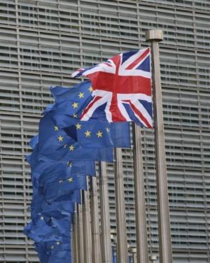 Η «ελβετική παγίδα» ανησυχεί το Λονδίνο