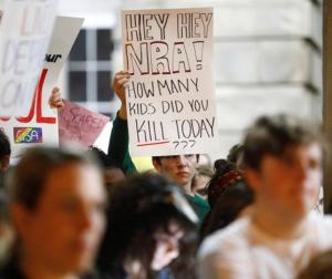 ΗΠΑ: Πορεία για την απαγόρευση των ημιαυτόματων όπλων