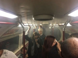 Συναγερμός για φωτιά στο σιδηρόδρομο στα Ντόκλαντς του Λονδίνου