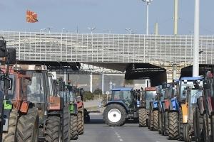 Εντείνουν την πίεση οι αγρότες κλείνοντας και τη Δοϊράνη