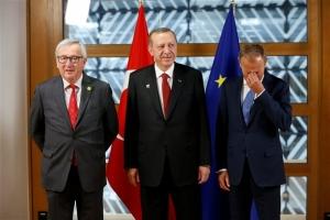 Κομισιόν: Θέλουμε να συνεχίσουμε τη συνεργασία με την Τουρκία