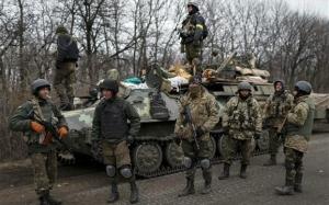 Ουκρανία: Αποσύρει τα βαρέα όπλα ο κυβερνητικός στρατός