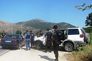 Καταδίωξη 46χρονου διακινητή στο δρόμο Θεσσαλονίκης-Ευζώνων